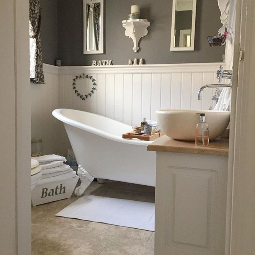 Luxury Country Style Bathrooms Model