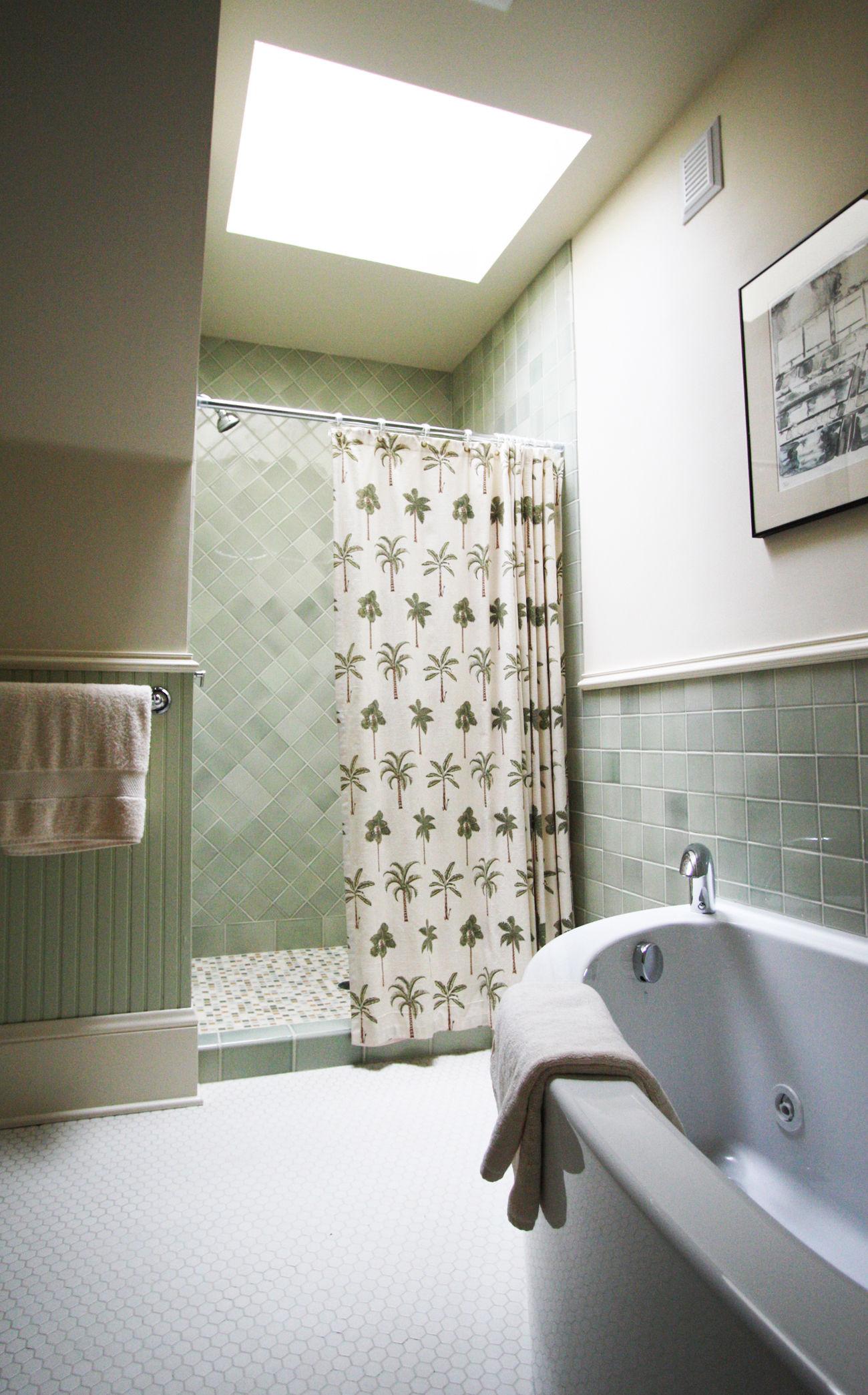 new blue glass tile bathroom design-Amazing Blue Glass Tile Bathroom Photograph