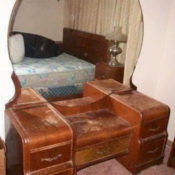 Antique Vanity Dresser With Round Mirror Bestdressers 2019