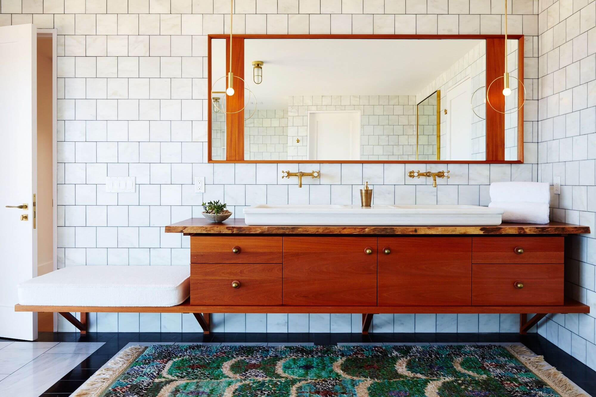 Another trick to creating a comfortable and not boring bathroom atmosphere is to add wooden elements