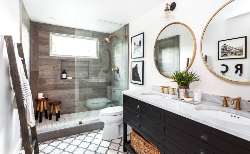 An important accent for any bathroom is a mirror (Decohoms)